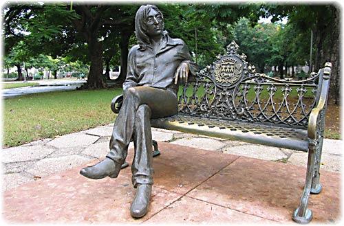 The Beatles Polska: Hawański pomnik Johna Lennona.
